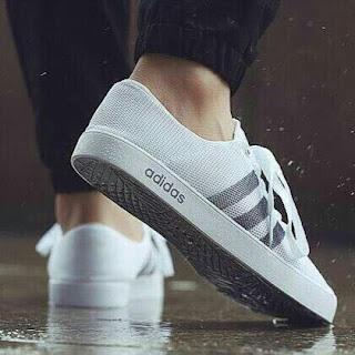 क्या है सच एडिडास के 3000 रूपये के मुफ्त जूतों का // Free Adidas 3000 Rs Shoes