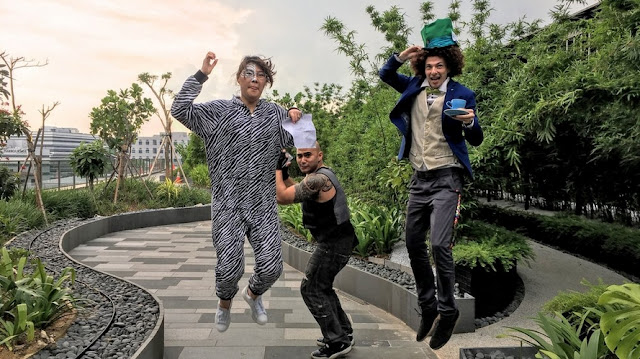 Karyawan Google Merayakan Halloween Di Taman Atap Kantor Google