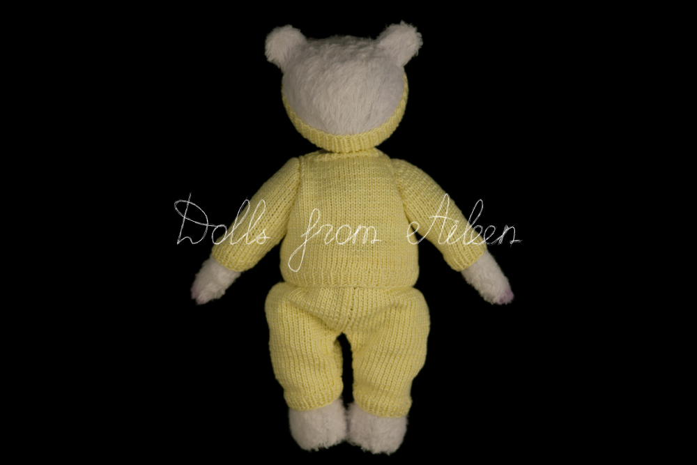 ooak artist teddy bear wearing sporty outfit, view from behind