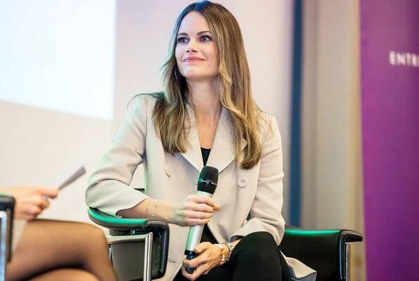 Princess Sofia wore a new Andiata Dianna blazer in beige, and Greta Hedvig cashmere coat, Gant Betty Mid boot