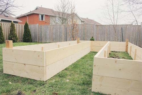 U-shaped raised garden beds