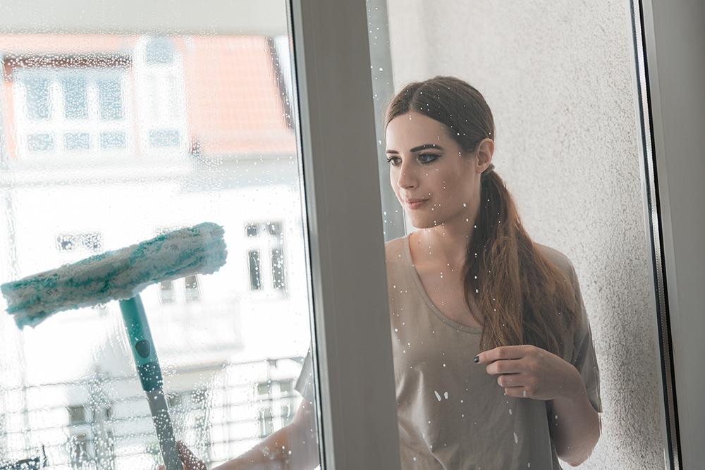 Fenstersauger-Leifheit-Wohnung-Einrichtung-grosse-Fenster
