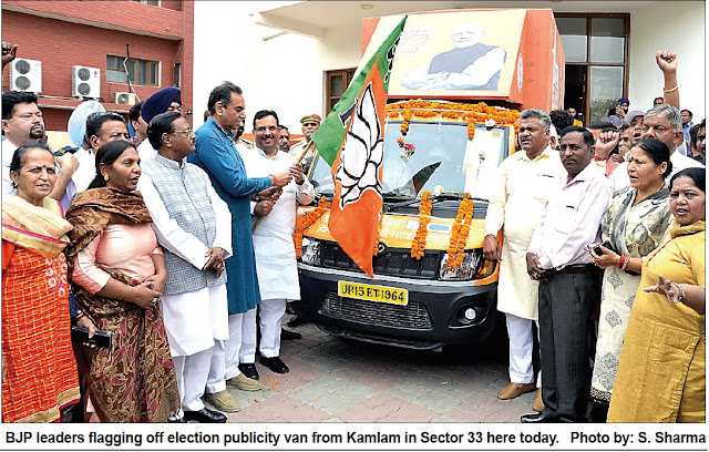 BJP leader Capt. Abhimanyu, Satya Pal Jain & Sanjay Tandon flagging off election publicity van from Kamlam in Sector 33