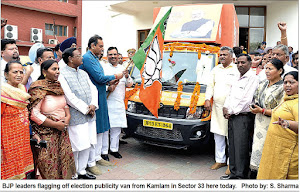 BJP leaders flagging off election publicity van from Kamlam in Sector 33