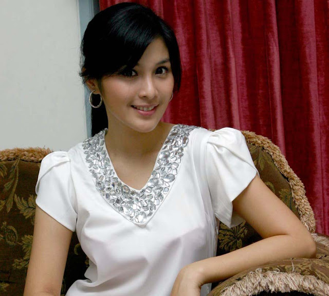 Biodata dan Profil Artis Sandra Dewi