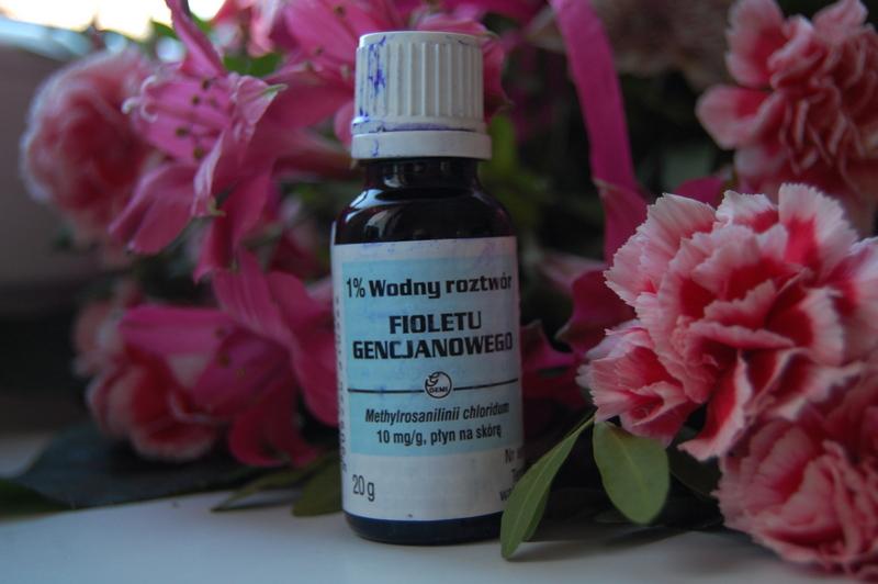 Ochładzanie włosów fioletem gencjanowym