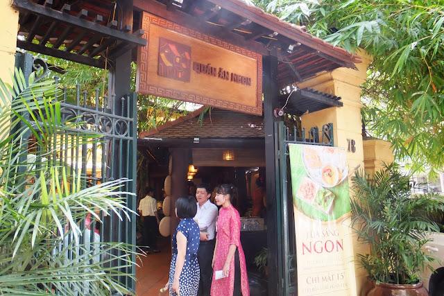 quan-an-ngon-entrance