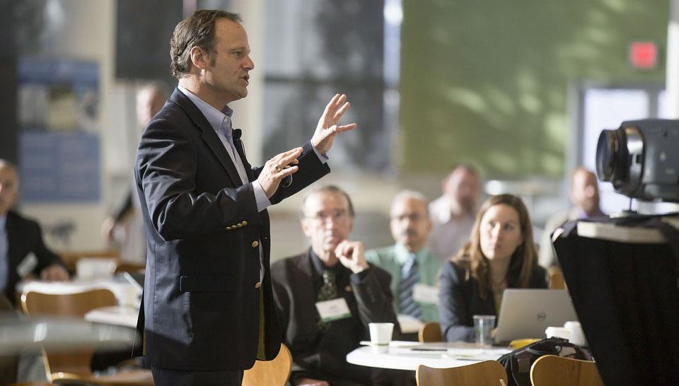 Makalah Public Speaking Permasalahan Kesulitan Pengucapan pada Murid