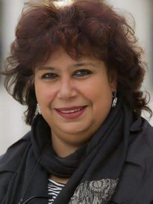 أول تصريح لـ وزيرة الثقافة بعد إصابتها بشرخ في الضلوع إثر سقوطها على سلم المجلس