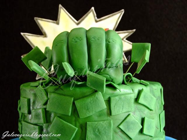 Tarta Hulk en verde con puño