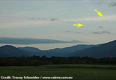 Mystery UFO Cluster 'Snapped' Over Cairns - March 2013