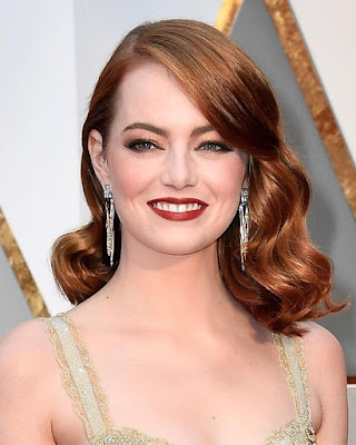Emma Stone and her drop earrings.