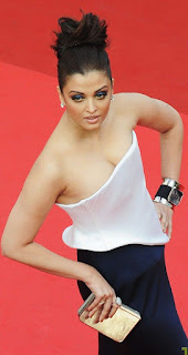 Aishwarya Rai Posing For Media