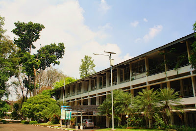 Gedung Fakultas Kehutanan-IPB di Darmaga-Bogor.