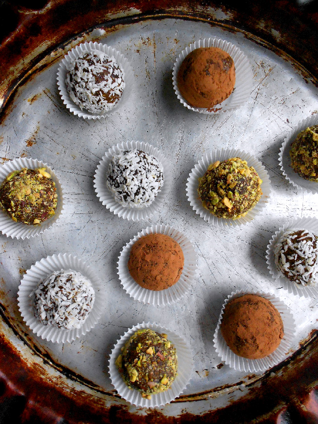 ... of a Confectionista: Pistachio Date Truffles #FourDaysofEid