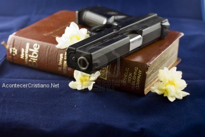 Cambian Biblias por armas