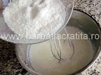 Prajitura cu cocos si ciocolata preparare reteta crema - adaugam nuca rasa