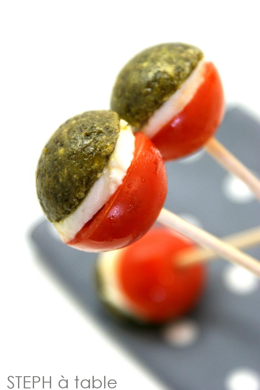 sucettes tomates mozzarella pour un ap ritif haut en couleurs stephatable. Black Bedroom Furniture Sets. Home Design Ideas