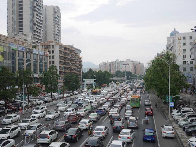 heavy traffic on Duanzhou 4th Road in Zhaoqing