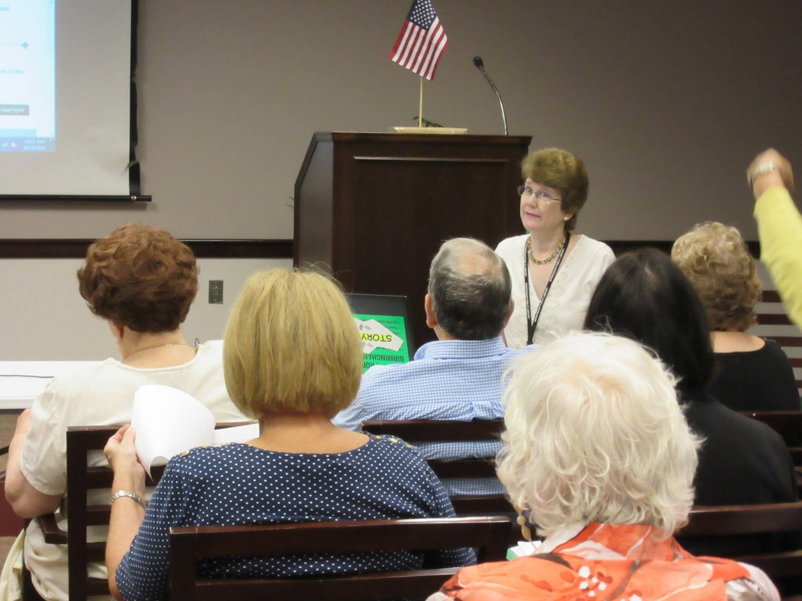 photo of librarian Mary Anne Ellis teaching genealogy class