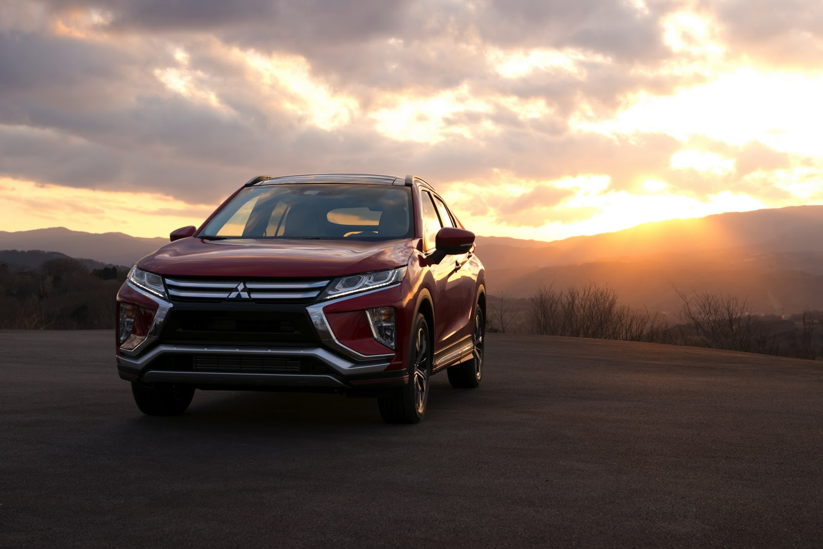 mitsubishi eclipse cross glistens under total solar eclipse carscoops. Black Bedroom Furniture Sets. Home Design Ideas