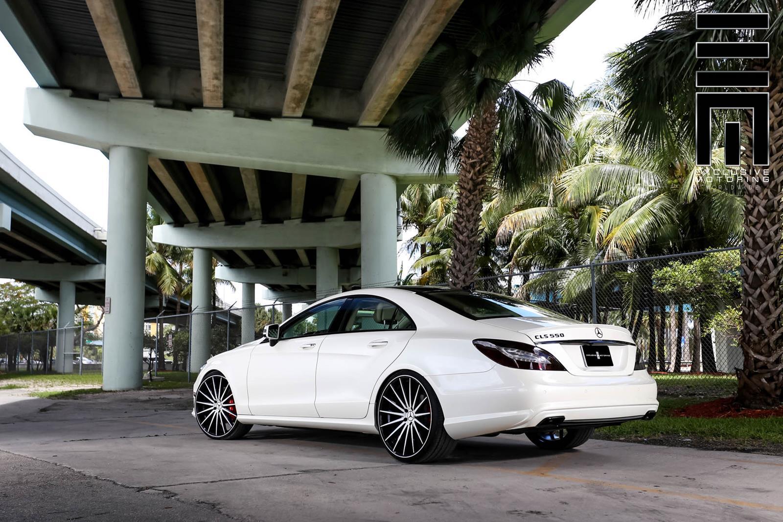 Mercedes Benz Rims >> Mercedes-Benz W218 CLS550 White on Vossen VFS2 Wheels ...