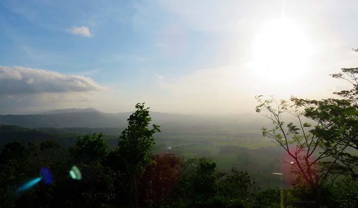 Pemandangan Terbuka ke Arah Barat di Bukit Klumprit