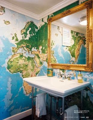 decoración de interiores con mapas, papel pintado en el baño, mapas en el baño
