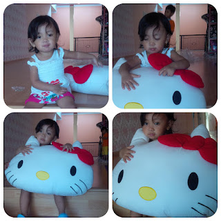 Bantal Hello Kitty