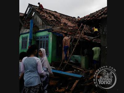 Rumah warga Pamanukan diterjang Puting Beliung.   Foto kang Udin Prakoso Mc.