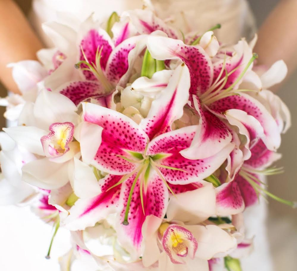 lily bouquet wedding hawaii wedding flowers cymbidium orchid and stargazer 5547