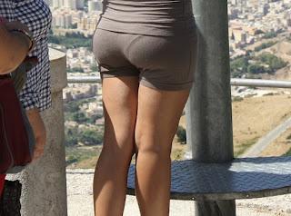 chicas nalgonas shorts pequeños