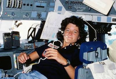Bagaimana Jika Astronot Perempuan Menstruasi di Bulan