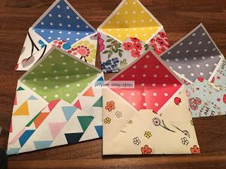 http://priyam-simplejoys.blogspot.com.es/2017/05/paper-envelopes.html