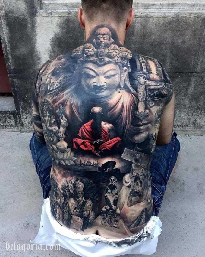 Tatuaje budista a tamaño grande en la espalda