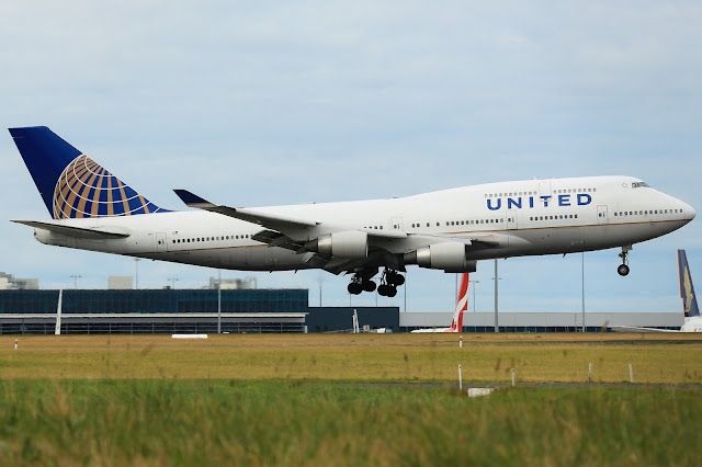 United Airlines Boeing 747-400 At Melbourne Tullamarine