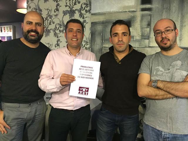 El concejal de Illescas si puede Diego Gallardo junto a los representantes de AESI