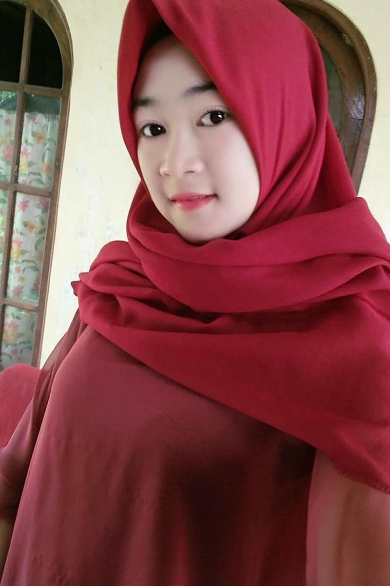 Cewek IGO jilbab Cantik deenay polos