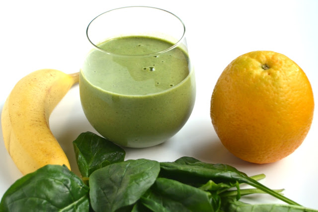 This Healthy Pregnancy Smoothie is packed full of nutrients for moms-to-be including folic acid, calcium, protein, iron and omega-3 fatty acids! It takes two minutes to make and is full of flavor. www.nutritionistreviews.com