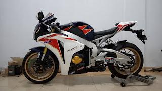 BURSA MOGE BEKAS : Jual Honda CBR1000RR Tahun 2011 - MEDAN