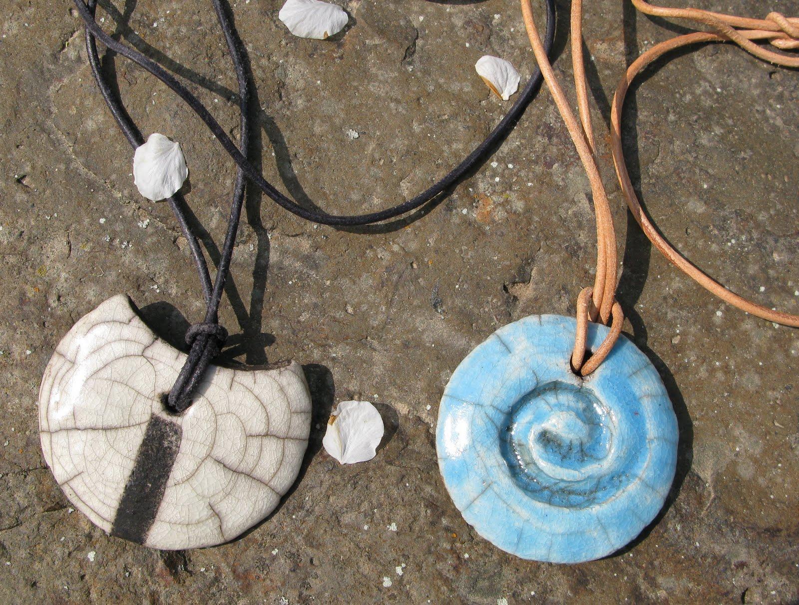 siebensachen zum selbermachen keramik schmuck ketten mit raku perlen. Black Bedroom Furniture Sets. Home Design Ideas