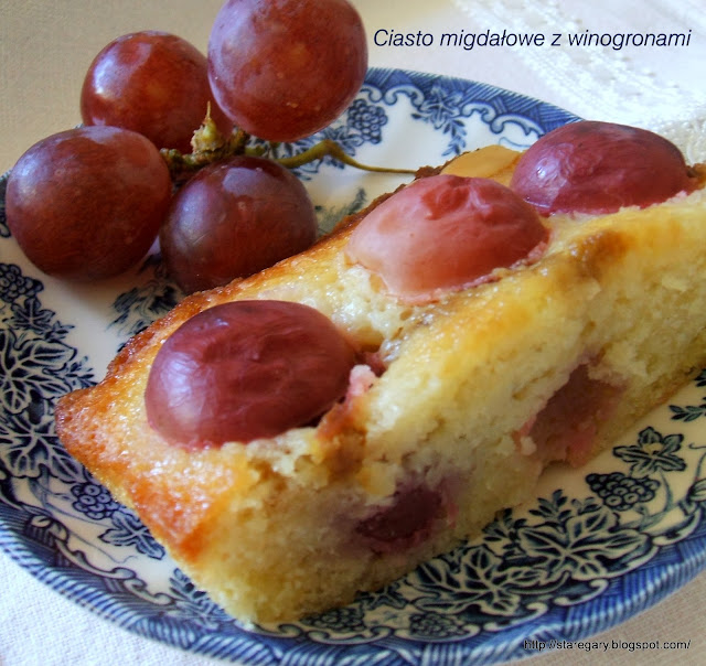 Ciasto migdałowe z winogronami