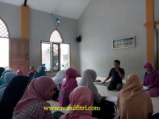 http://www.nurulfitri.com/2017/10/pentingnya-ilmu-untuk-bekal-mengasuh.html