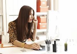 mulher procurando emprego