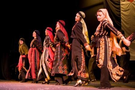 """¿Sabias que Dabka, el baile típico palestino, quiere decir en árabe """"pisar fuerte""""?"""