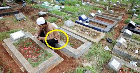 Hukum Duduk Diatas Kuburan Dan Akibatnya Jika Berani Duduk Diatas Kuburan