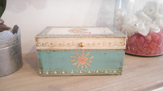 caja bonita color menta