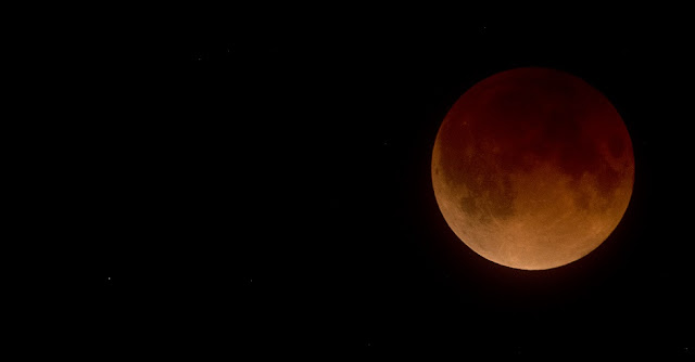 Super blue blood moon seen over Anchorage, Alaska. Credit: Doug Short