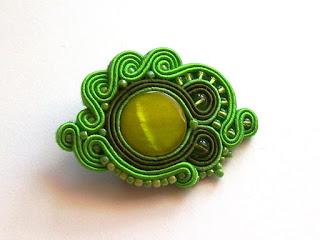 Zielona broszka