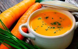 Crema de zanahoria y coco con pan de ajo